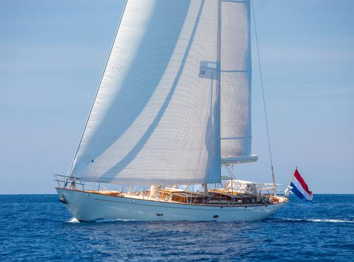 "2006 Hoek Design Truly Classic 78 ""Heartbeat"" 24m"